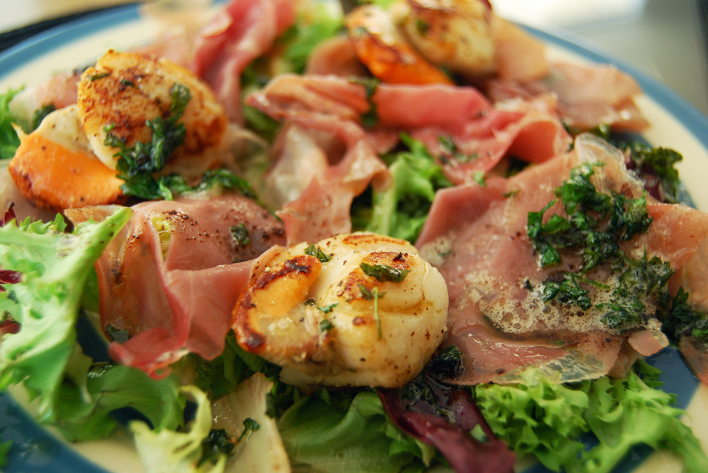Seared Scallops with Prosciutto (close-up)_edited-1