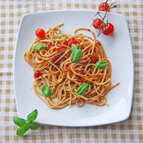Spaghetti w/ Tomatoes, Chillies & Anchovy