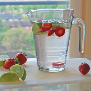 Strawberry & Lime-Flavoured Water