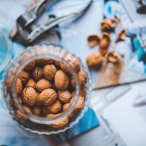 6 Great Reasons to Eat a Handful of Nuts Every Day